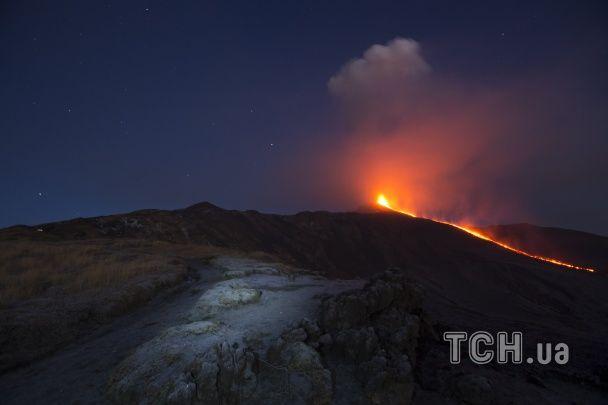 Reuters показав видовищні фото виверження вулкану Етна