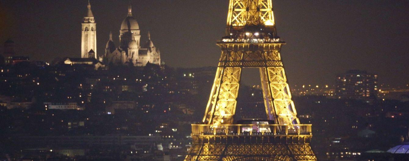Сходи з Ейфелевої вежі продали на аукціоні за півмільйона євро