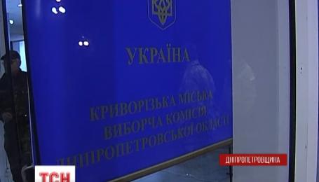 Новоизбранного мэра Кривого Рога Юрия Вилкула не пустили на работу активисты