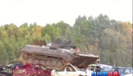 Как танк утилизирует машины