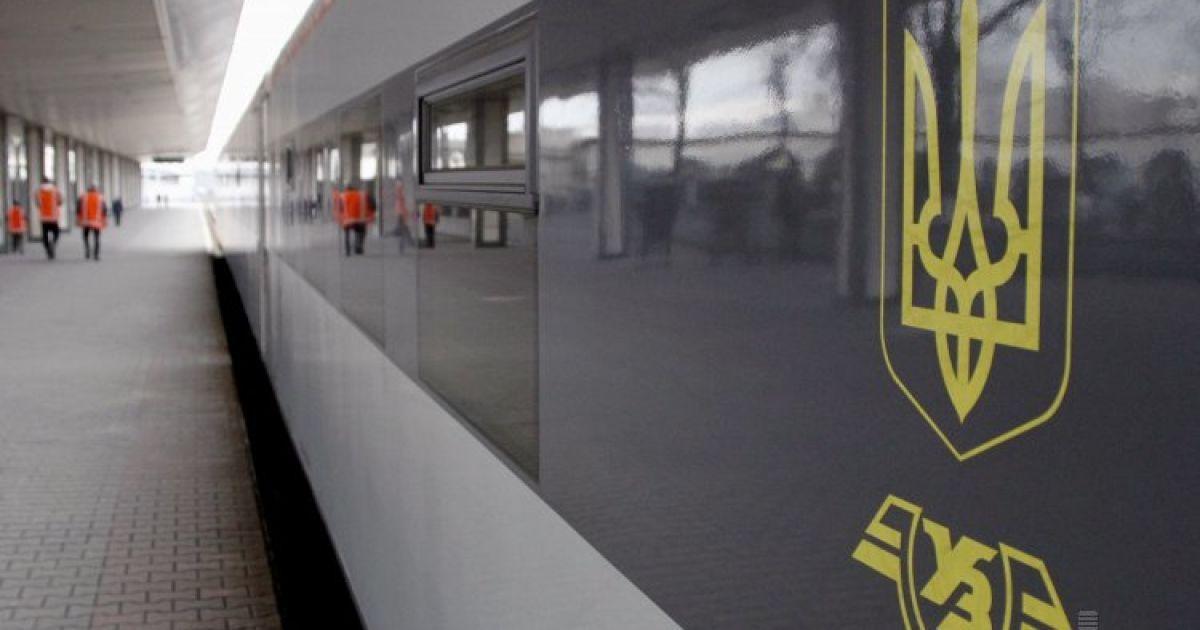 """Поїзд Інтерсіті """"Київ-Одеса"""" екстрено зупинився через займання - ЗМІ"""