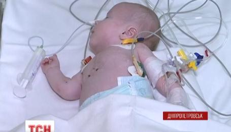 Малюки-близнюки з Дніпропетровщини житимуть в одній родині