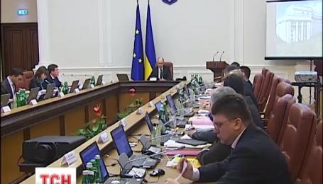 Кабмин сегодня будет решать вопрос о прекращении торговли с Крымом и Донбассом