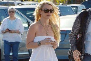Звезды в реальной жизни: Бритни Спирс сходила за кофе в прозрачном платье