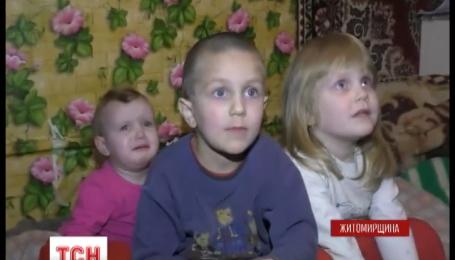 На Житомирщині рятувальники витягли з охопленої вогнем квартири трьох дітей