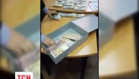 Прокуратура обшукала банківську скриньку чиновника, затриманого на півмільйонному хабарі