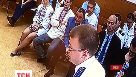 Допит молодшої Савченко у суді ростовського міста Донецьк тривав зранку до вечора