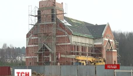 У Польщі ціле село переїздить на нове місце