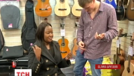 Винахідники представили крихітну гітару без струн
