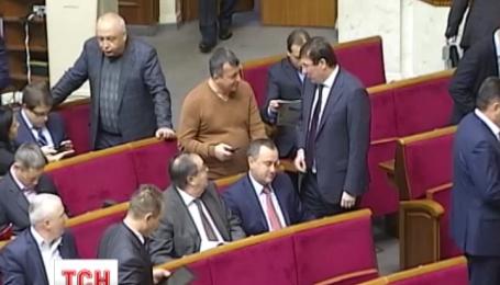 У парламенті збирають підписи за відставку уряду Арсенія Яценюка