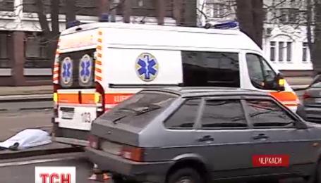 В Черкассах летнего мужчину на пешеходном переходе сбил автомобиль