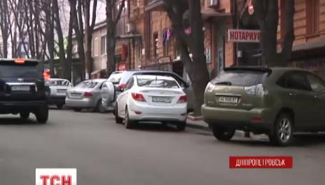 У Дніпропетровську злочинці влаштували полювання на елітні авто