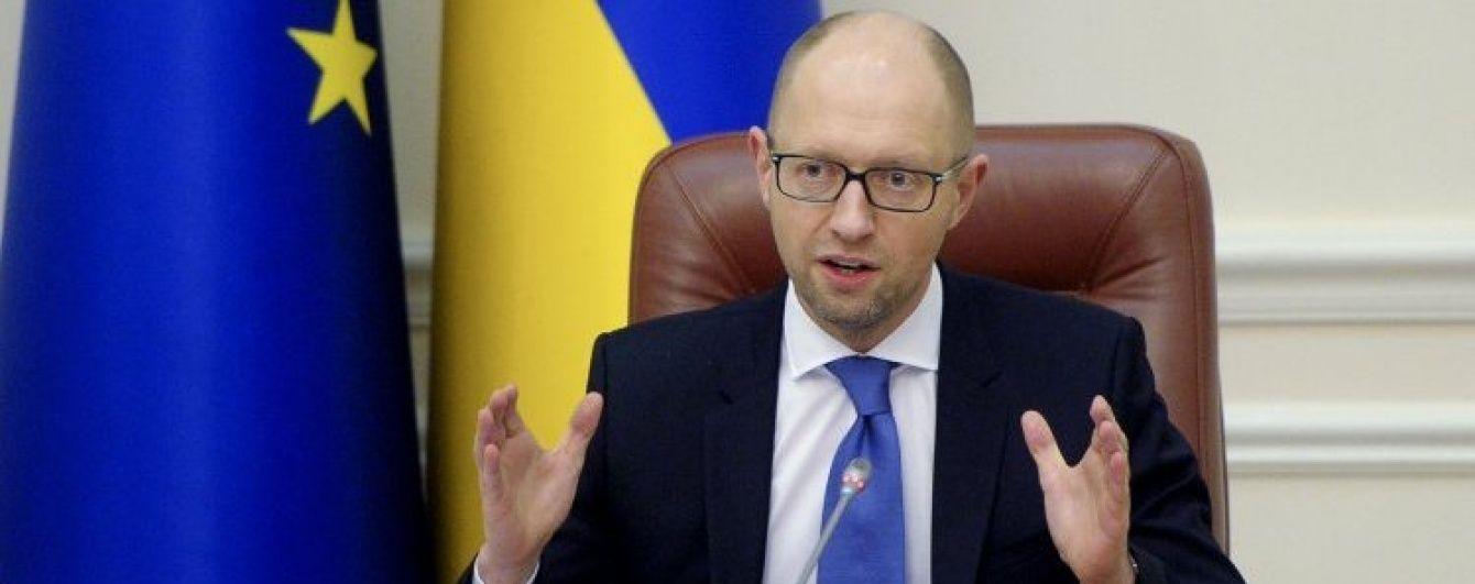 """Яценюк оголосив про введення Україною """"дзеркальних"""" санкцій проти Росії"""