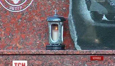 Пам'ятний знак загиблим десантникам встановили у Чернівцях