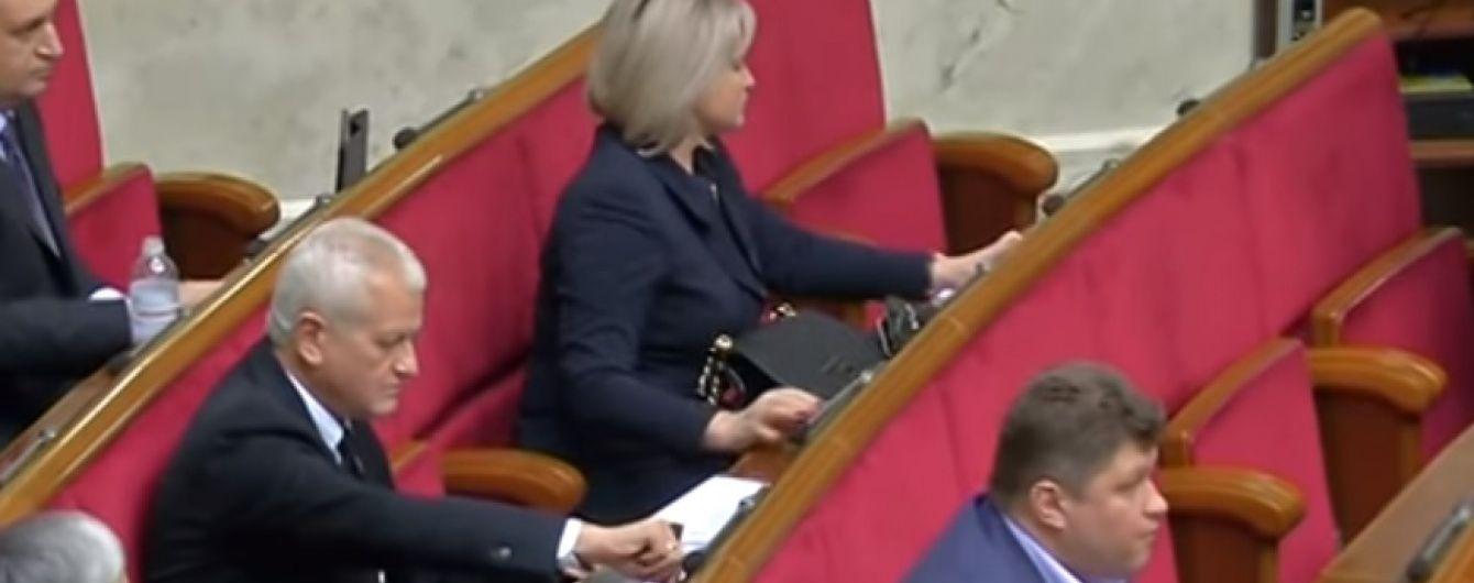 Активисты определили кнопкодава-рекордсмена в Верховной Раде