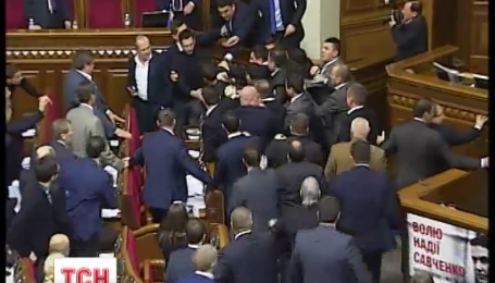 Знавці оцінили бойові навички прем'єра та депутатів у парламенті
