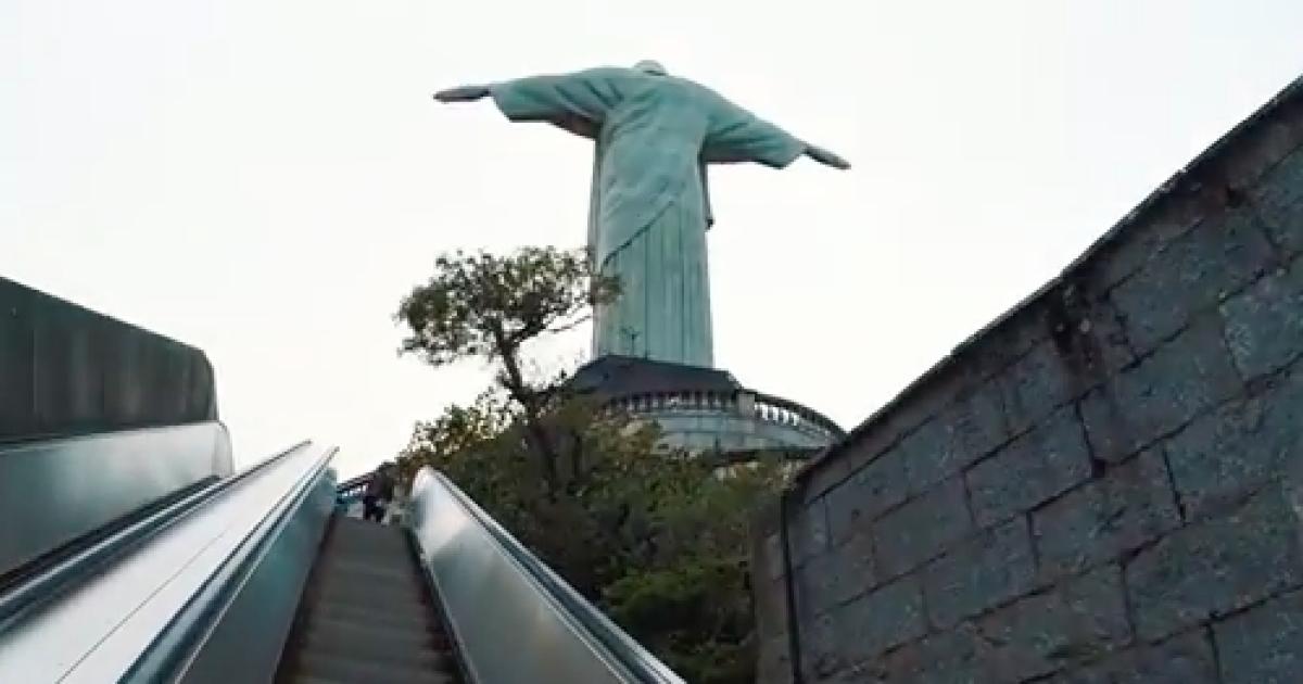 Российские руферы поднялись на статую Иисуса Спасителя