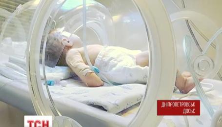 Девочку, которую мать сразу после рождения выбросила в окно, спасти не удалось