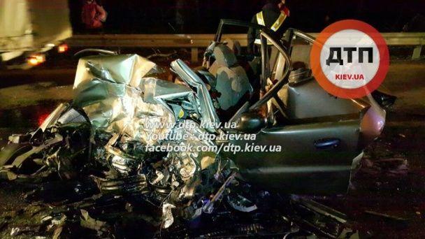 У Києві на Житомирській трасі сталася масштабна смертельна ДТП