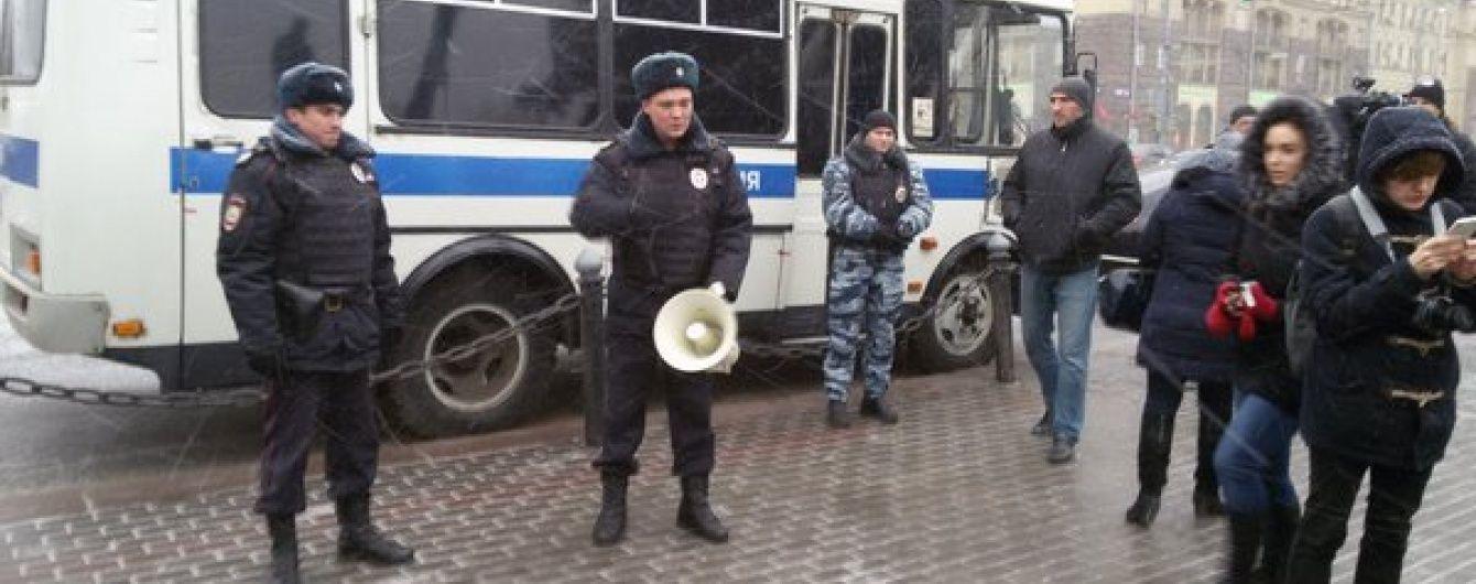 У Москві пов'язали учасників акції до Дня Конституції