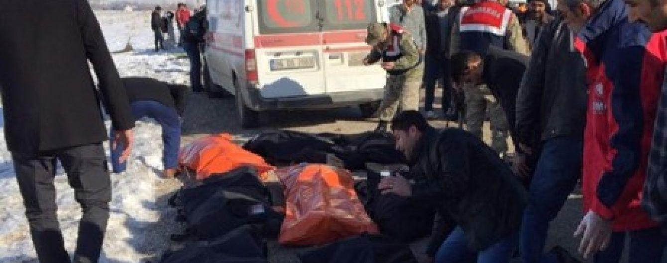 Більше десятка турецьких студентів стали жертвами кривавої ДТП