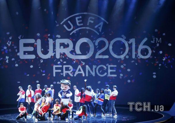 Танці, легенди і футбол: у Парижі кинуто жереб Євро-2016