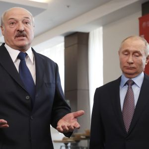 Лукашенко заявив, що Білорусь готова вакцинувати російським SputnikV українців