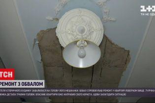 Новини України: у старому будинку в центрі Києва на голову літньої жінки впав шматок стелі