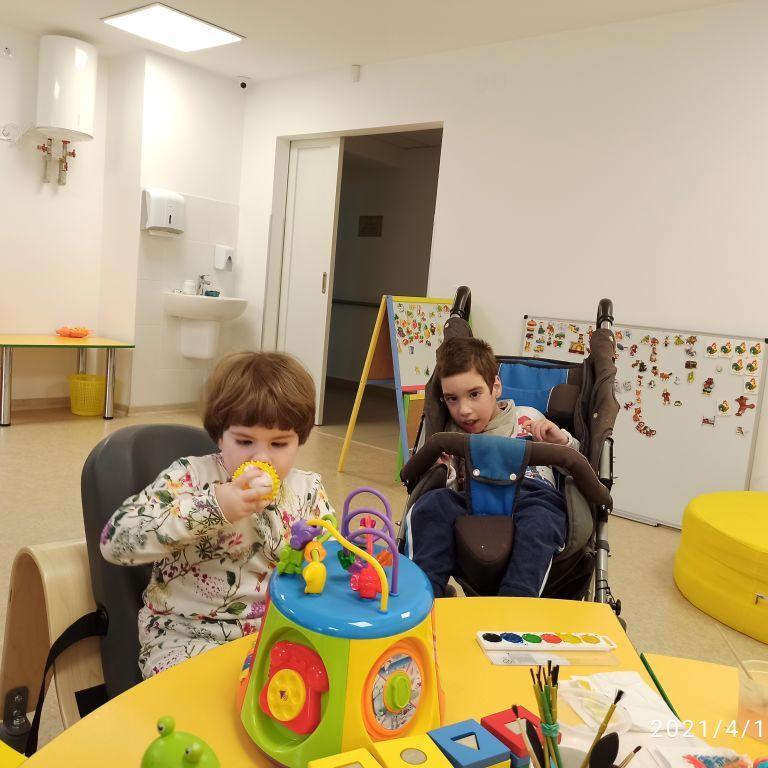 Родина Іванових просить допомоги в лікуванні двох діток - Софії і Андрія