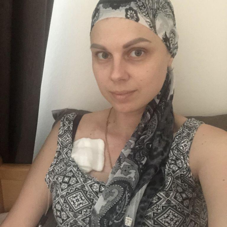 Помощь нужна Елене, которую уже 9 лет испытывает онкология