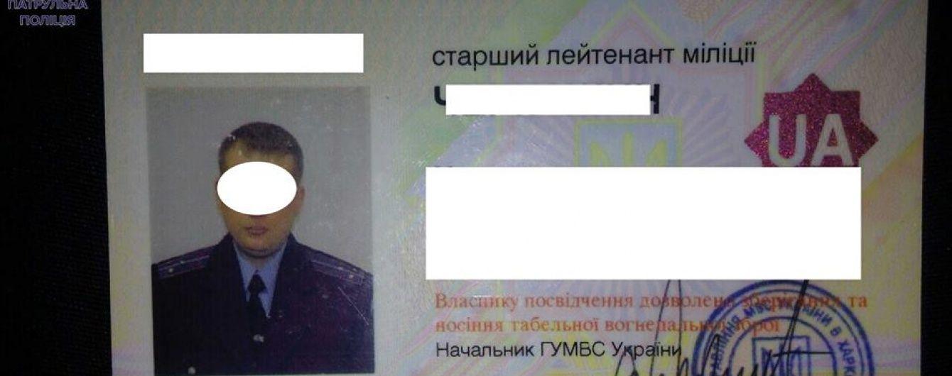 У Львові п'яний міліціонер плював на патрульних та вимахував ногами