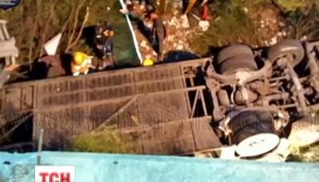 Автобус с полицейскими сорвался в обрыв на севере Аргентины