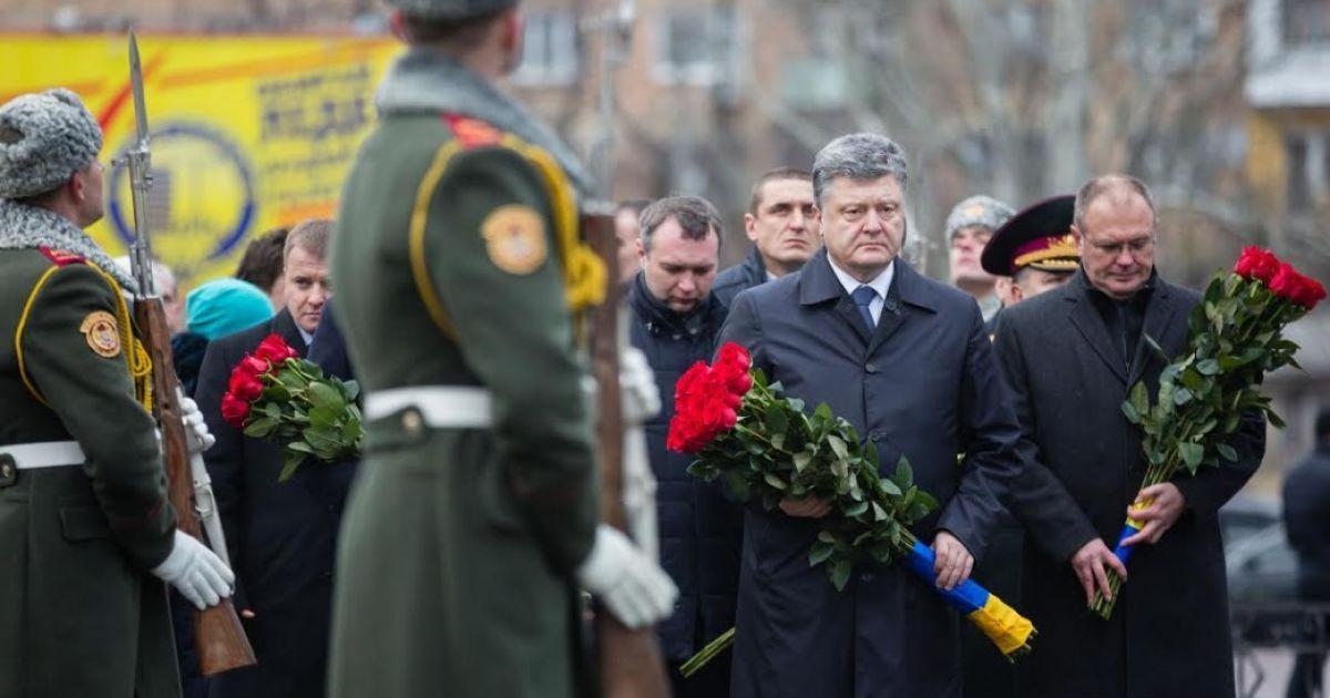 Порошенко оголосив 2016-й роком вшанування ліквідаторів та жертв Чорнобильської катастрофи