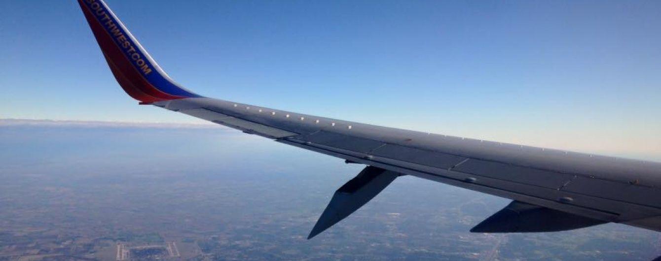 У США екстрено приземлився літак: у лайнера відвалилася частина крила