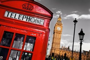 """Прощавай, Лондон: крихітка Софі тестує найдорожче у світі метро і легендарний """"червоний автобус"""""""