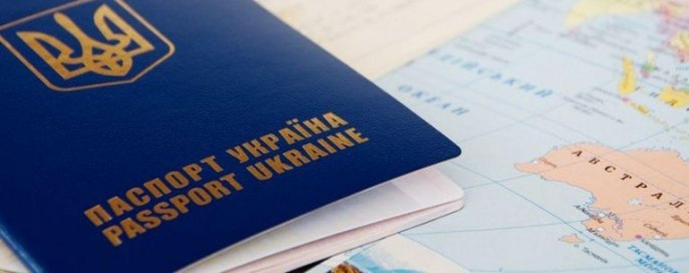"""После безвиза в """"ЛНР"""" за $ 500 начали выдавать старые загранпаспорта"""