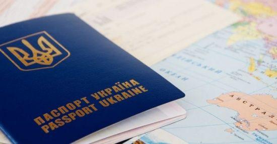 """Після безвізу в """"ЛНР"""" за $ 500 почали видавати старі закордонні паспорти"""