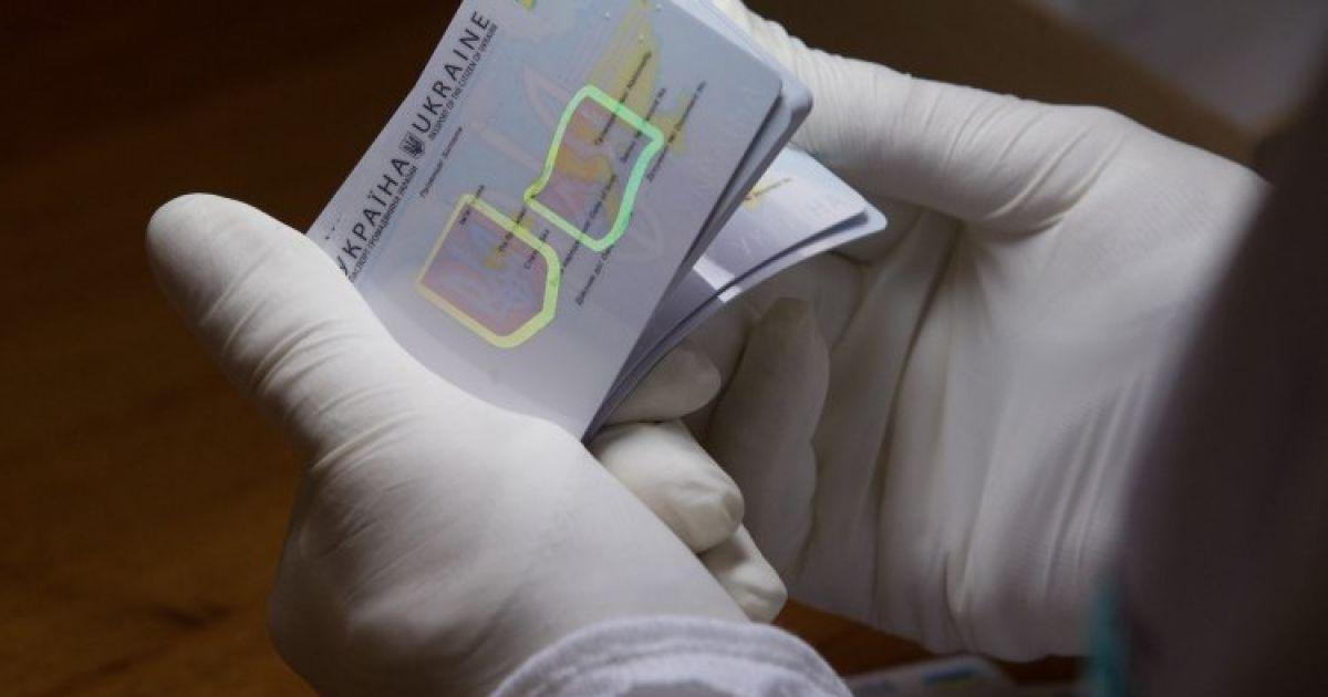 В Украине запустили производство пластиковых паспортов