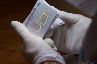 В Україні стартував перехід від паперових паспортів до ID-карток. Підсумки першого дня