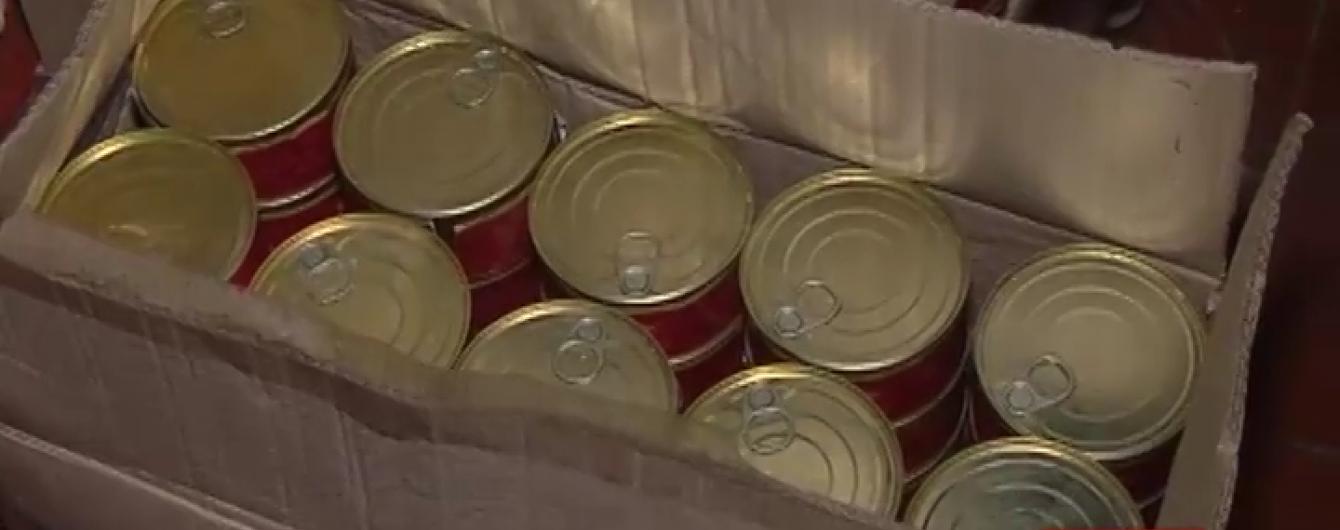 У Житомирі активісти викрили склад, з якого продавали сухпайки ЗСУ