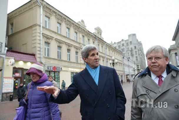 Бурштинові прикраси і матрьошки. Держсекретар США накупив сувенірів в Москві