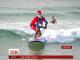 В Австралії 320 Санта Клаусів установили світовий рекорд наймасовішого заняття серфінгом