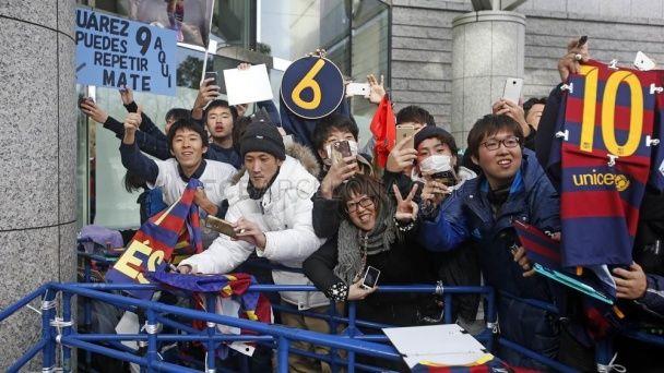 """Ейфорія та екстаз: як японські фанати зустріли """"Барселону"""" на клубному чемпіонаті світу"""