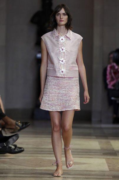 Нежнее нежного: розовые платья и прозрачные босоножки Carolina Herrera весна-лето 2016