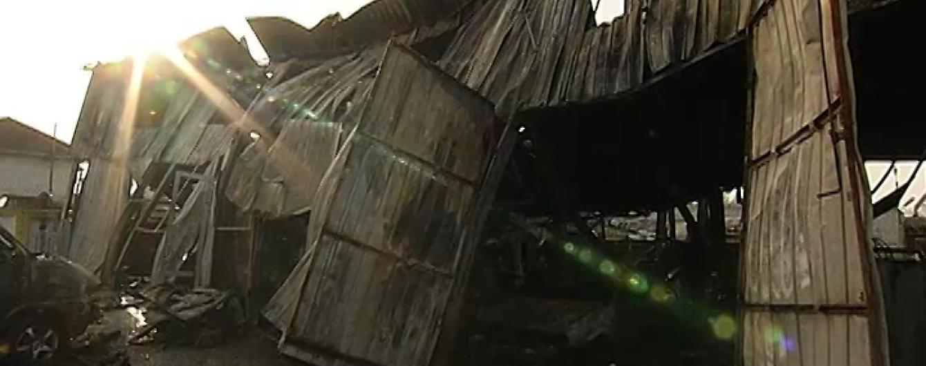 У Києві вогонь знищив СТО площею тисяча квадратних метрів