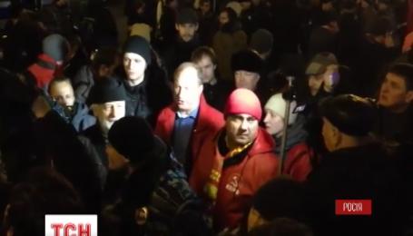 ОМОН разогнал почти тысячу митингующих в центре Москвы