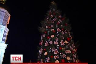 Головну новорічну ялинку країни прикрасили тисячею прикрас