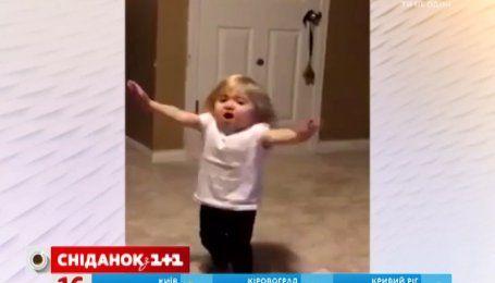 Актуальный интернет. Девочка взорвала интернет новогодней песней