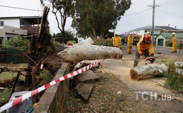 Опубліковані фото і відео наслідків руйнівного торнадо у передмісті Сіднея