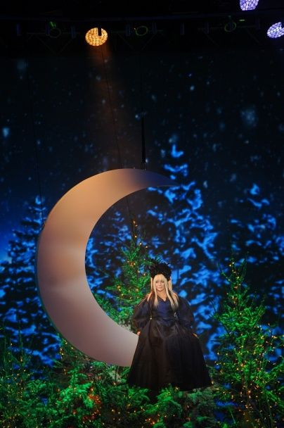 """Білик на місяці, """"принцеса"""" Брежнєва, LOBODA-""""полісменка"""" завітають до новорічного """"Світського життя"""""""